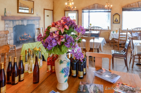 Quaint Restaurant and tasting room at Meranda-Nixon Winery